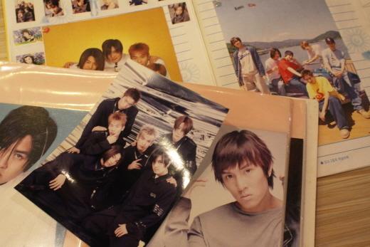 ▲ 고 황유미(사망 당시 23세) 씨가 남긴 원조 아이돌 신화의 사진들. ⓒ다산인권센터
