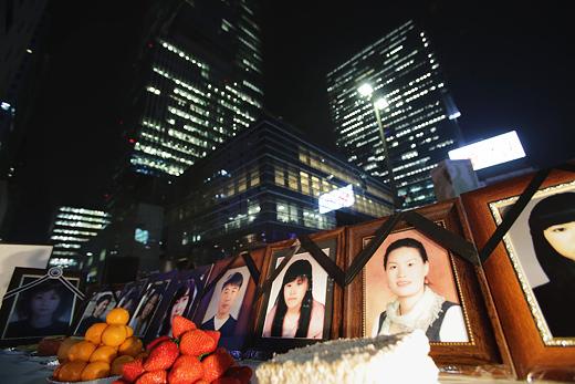 ▲ 故 황유미 씨 6주기 추모제가 지난해 3월 6일 서울 강남역 8번 출구 앞에서 열렸다. ⓒ프레시안(최형락)