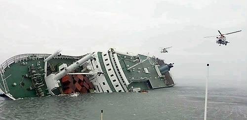 ▲ 침몰한 세월호. 영국에도 1987년 여객선 프리 엔터프라이즈호 전복 참사가 났었다. ⓒ연합뉴스
